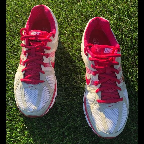 pair of Nike Air Pegasus 28 women s Running shoes.  M 5abdcc0484b5cee80c352ac6 8e982d029